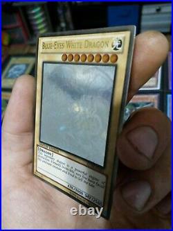 YUGIOH! Blue Eyes White Dragon GLD5-EN001Ghost Rare