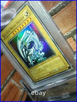 Yu-Gi-Oh! PSA9 Misprint 1st English Blue-eyes White Dragon SDK-001 north