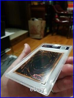 Yugioh Dark Duel Stories Blue Eyes White Dragon DDS-001 SecretRare PSA 8 NM/MINT